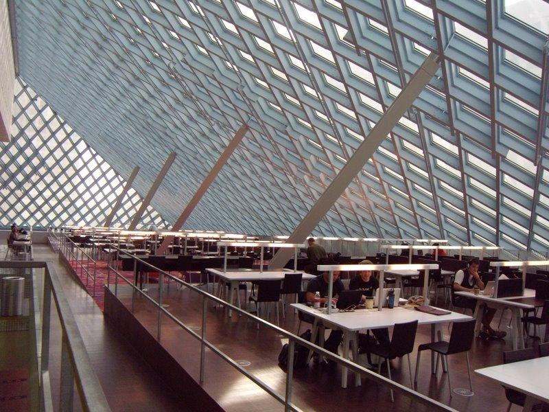 Sala di lettura nella biblioteca pubblica di Seattle