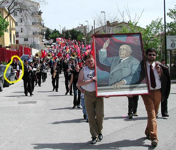 1 maggio 2003 a Santa Croce. Quello nel cerchio giallo sono io